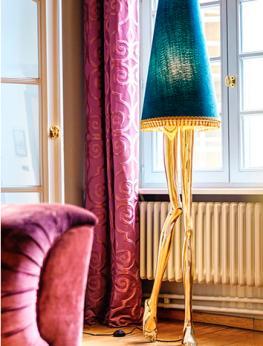 MONROE legs lamp